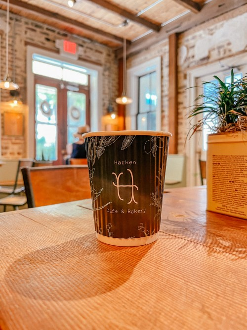 The charming Southern town of Charleston does not disappoint when it comes to their unique and charming coffee shops. There are many Charleston coffee shops, mostly located with the historic district, that provide all the charm the city has to offer, while also serving incredible coffee. #charleston #southcarolina #charleston #coffeeshops #charlestoncoffee | Do as Dreamers Do