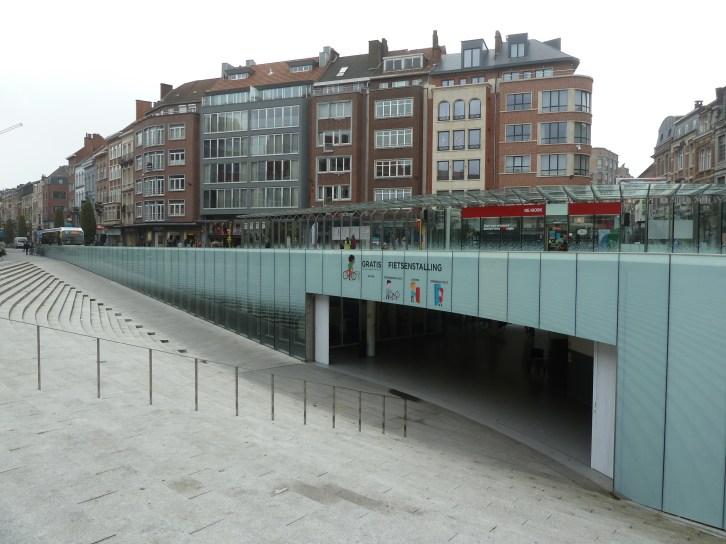 Parqueadero subterráneo (gratuito) para bicicletas en Lovaina, Bélgica
