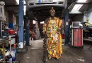W Afryce jest prawdziwym królem, w Niemczech – skromnym mechanikiem
