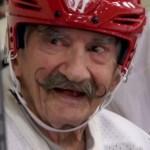 94-letni hokeista, na boisku zachowuje się jakby miał co najmniej połowę swoich lat