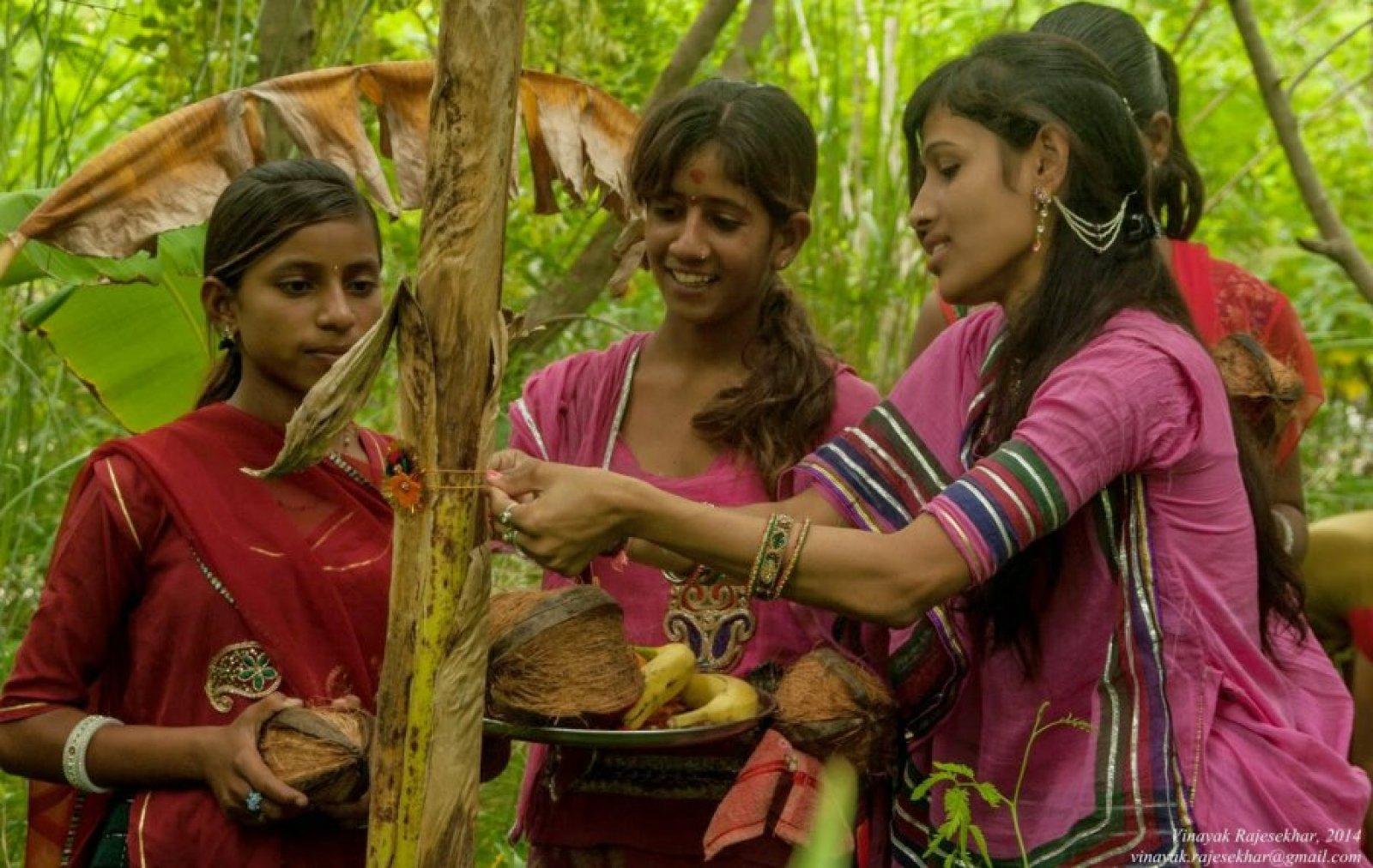 piplantri-village-girl-child-plant-trees1