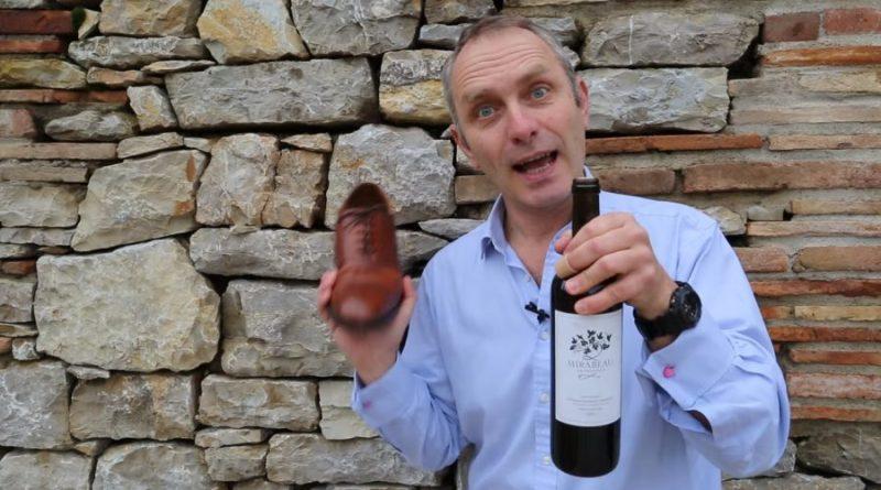 Jak otworzyć butelkę wina bez korkociągu w zaledwie 5 sekund? Oto sprytna sztuczka.