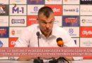Trener Sarunas Jasikevicius wyjaśnia dziennikarzowi co jest w życiu najważniejsze