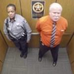 To był jego ostatni dzień w pracy. To, co uwieczniła kamera w windzie powoduje na twarzy mimowolny uśmiech :)