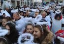 Na Rynku Głównym w Kaliszu zgromadziło się 531 aniołów