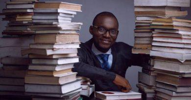 Nigeryjczyk pobił rekord Guinnessa w najdłuższym maratonie czytania na głos