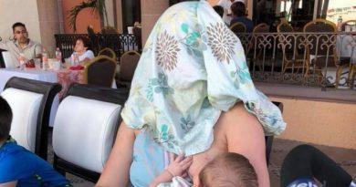 Jeden z gości restauracji kazał młodej kobiecie się zakryć, gdy karmiła piersią, jej fantastyczna reakcja zachwyciła internautów