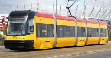 Do tramwaju w Warszawie weszła muzułmanka z dwójką dzieci. Potem wydarzyło się coś niezwykłego