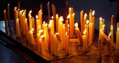 Zapal świeczkę również za tych, których nie ma na rodzinnych zdjęciach