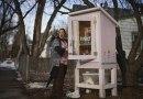 Zainspirowana małymi darmowymi biblioteczkami, stworzyła darmową spiżarnię dla głodnych