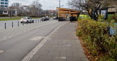 """Chodnik, który """"zjada"""" smog – usuwa spaliny na jednej z warszawskich ulic"""