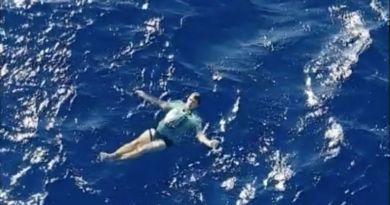 Dryfował na oceanie … przeżył dzięki jeansom