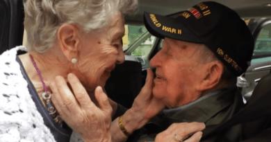 Weteran wojenny odnalazł ukochaną po 75 latach. Obejrzyjcie video, chusteczki wskazane!