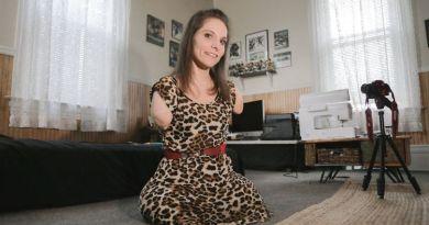 Kobieta urodzona bez kończyn wciąż jest w stanie gotować,  pisać, a nawet szyć!