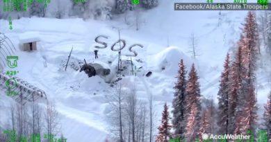 Żołnierze uratowali mężczyznę, zauważyli wyryty na śniegu napis S. O. S.