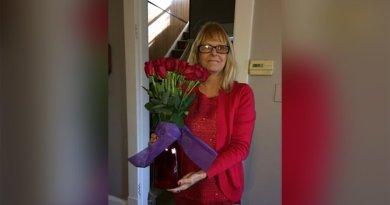Od 8 lat mąż dostarcza żonie kwiaty na urodziny i w Walentynki, mimo że już dawno nie żyje