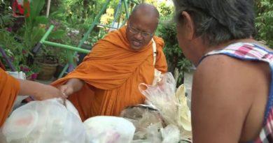 Ekologiczna inicjatywa mnichów z Tajlandii. Szyją dla siebie szaty… z plastiku!