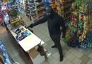 Napadł z bronią na sklep, pani Zosia przegoniła go mopem