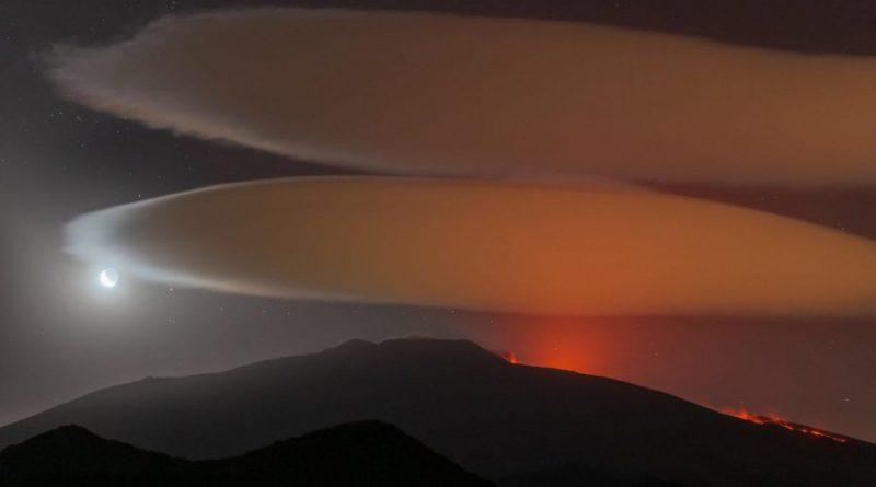 Wielka Mgławica Oriona nad tryskającym lawą wulkanem Etna [VIDEO]