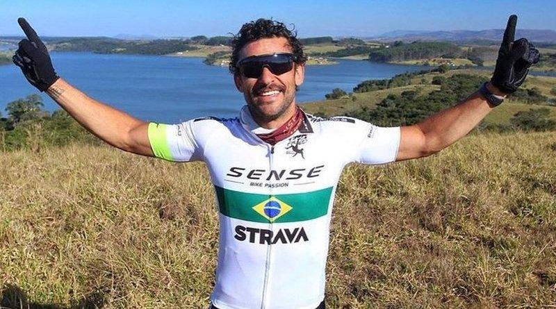 Piłkarz ruszył do nowego klubu na rowerze. Ma do przejechania 600 kilometrów