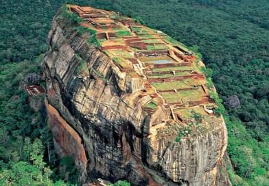 Sigiriya robi niesamowite wrażenie, to pałac wybudowany na ogromnej skale z magmy