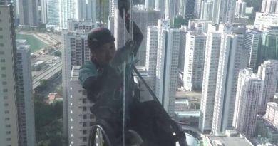 Niepełnosprawny na wózku inwalidzkim wspinał się na 300-metrowy wieżowiec