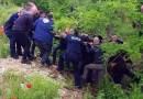 Leżał w wąwozie przez 5 dni. Polscy policjanci uratowali serbskiego motocyklistę