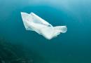 Przypadkowo wynaleziono plastik, który dzięki słońcu i tlenowi rozkłada się w ciągu tygodnia