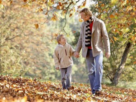 pe0061049 mezczyzna dziecko jesien spacer park ojoimages cr W478H360