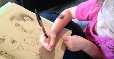 Matka i jej czteroletnia córka tworzą niezwykłe rysunki
