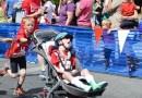 8 latek płynął, jechał, biegł, ciągnąc chorego brata na wózku