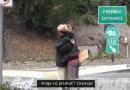 Mężczyzna dał bezdomnemu 350 zł i poszedł za nim, żeby sprawdzić na co je wyda
