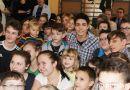 Popularny youtuber z Wodzisławia przekazał dzieciakom ze szpitala czek na 112 tysięcy złotych