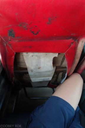 Autobus do Mae Sariang, miejsce na nogi tylko dla Tajow