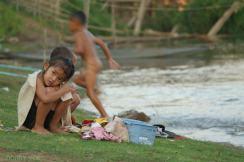 Codzienna toaleta nad Mekongiem