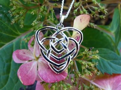 Motherhood Knot Necklace Silver