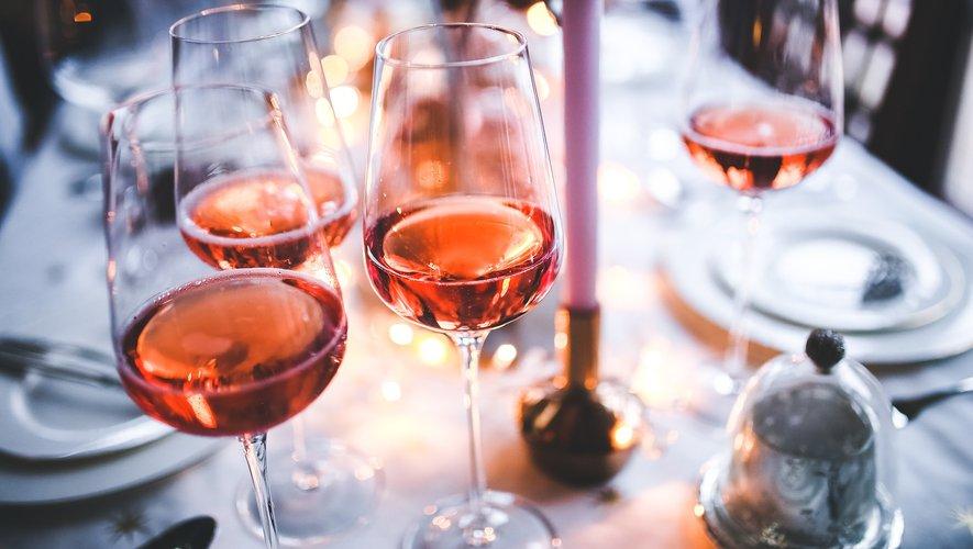Près de Toulouse, deux frères ont mis au point du vin rosé au cannabis