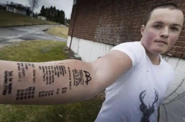 Insolite: Il se fait tatouer son ticket de Mcdo sur le bras…