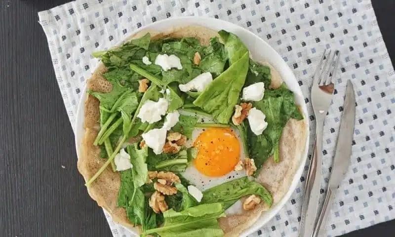 Galette de sarrasin sans repos - oeuf épinards fromage frais noix