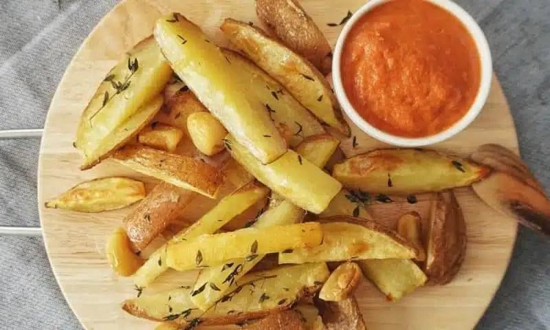 Frites maison au thym et à l'ail, cuisson au four (recette facile ⭐)