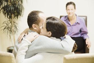 La terapia de pareja nos ayuda a superar con éxito las crisis.