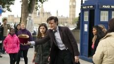 El Doctor entretiene al público en el South Bank.