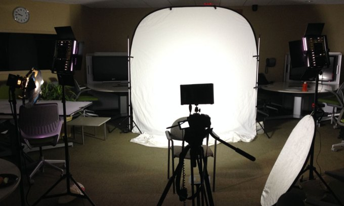 How to Make a Video With a White Background: A Step By ...