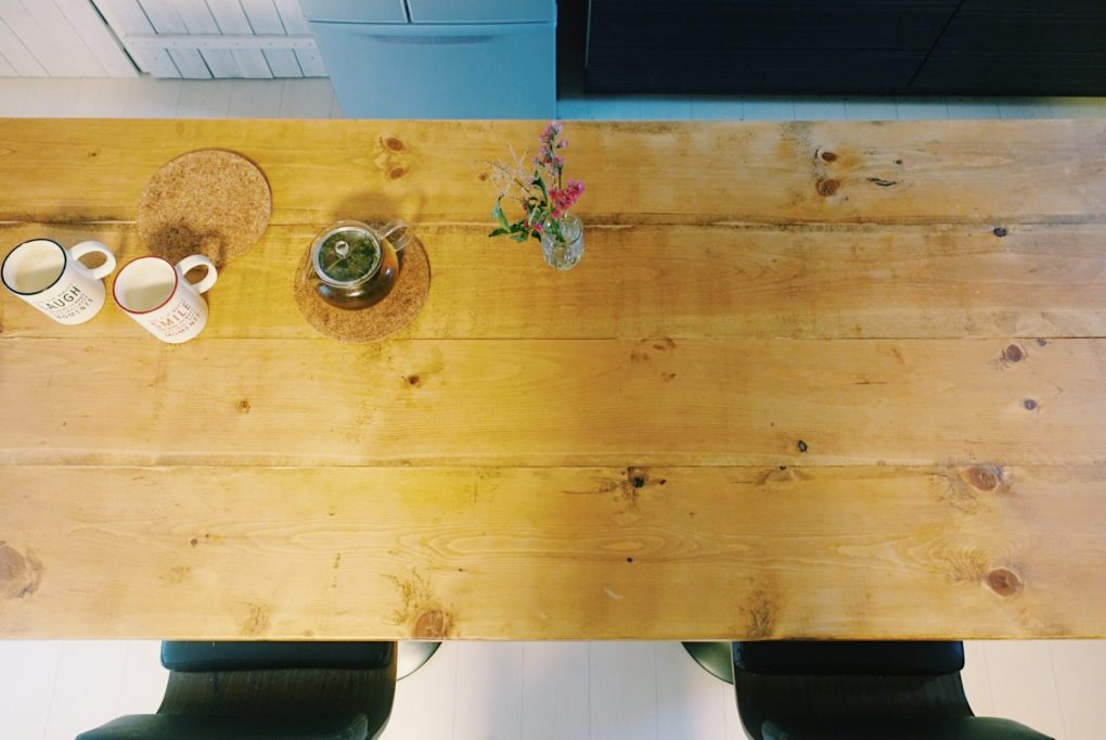 朝 ハーブティー ダイニングテーブル
