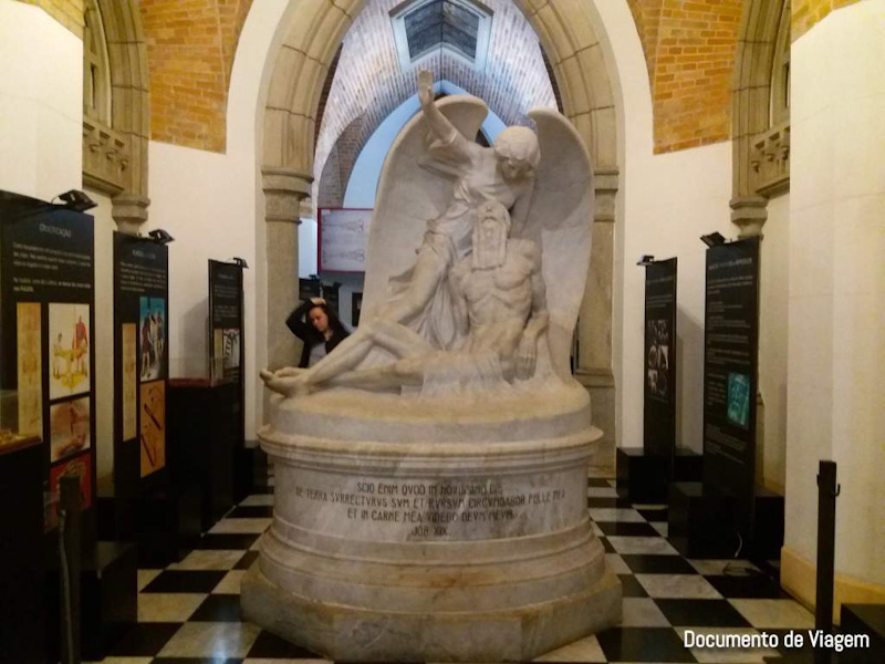 Visita guiada na cripta