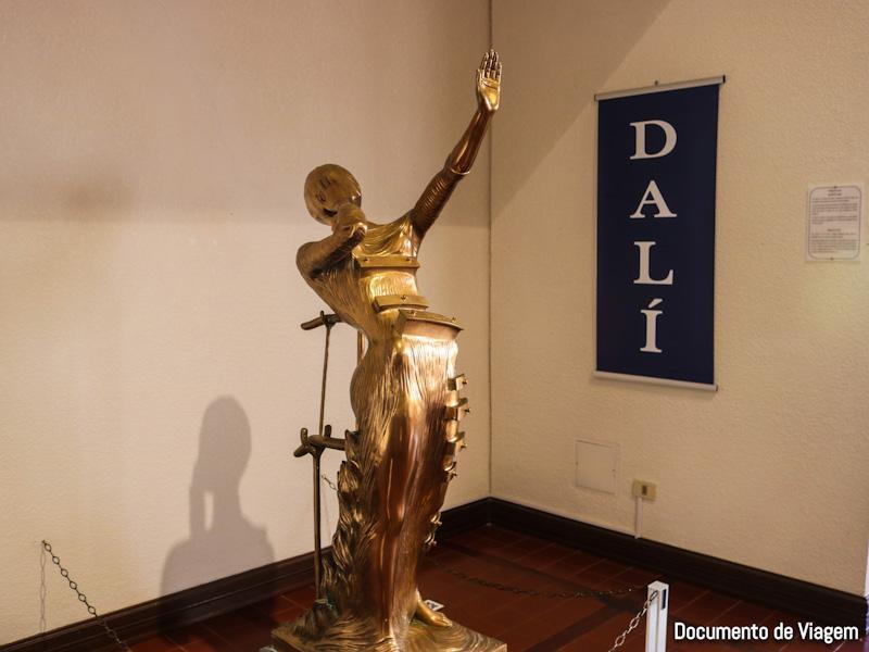 Mulher em chamas - Salvador Dali