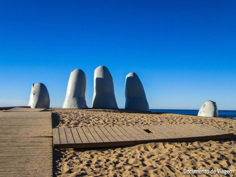 Monumento Los Dedos La Mano