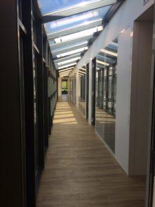 SOINS ET SANTÉ couloir desservant les bureaux