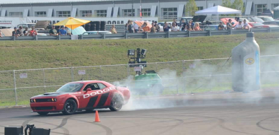 Dodge Challenger SRT Hellcat Drifting