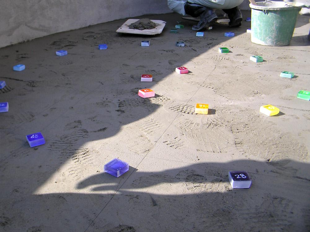 プールの底のガラスタイル